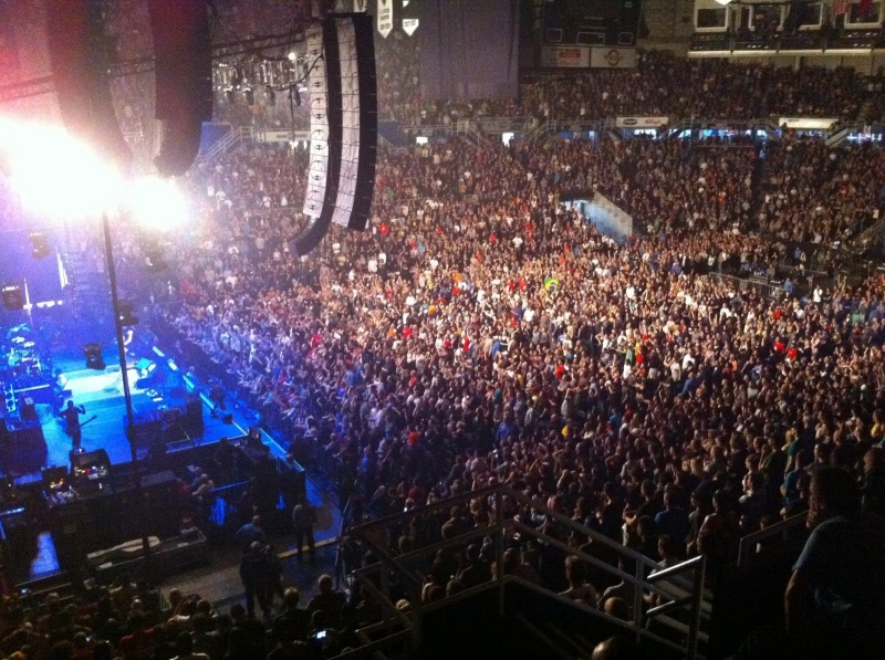 pearl-jam-concert-crowd